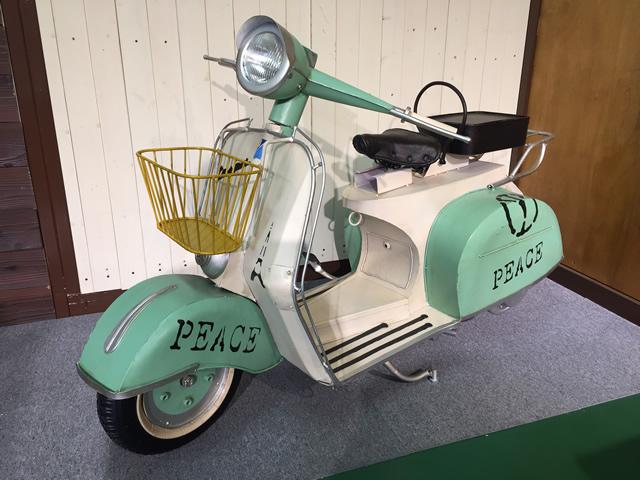 レトロなデザインのスクーターのアイアン製オブジェです。