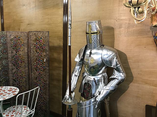 アンティーク感、迫力のある中世ヨーロッパの騎士の鎧です。